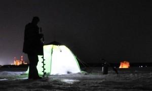 Зимняя рыбалка ночью — снаряжение, способы, тактика и техника ловли