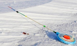 Зимняя рыбалка с мормышкой – тактика ловли, техника и снасти