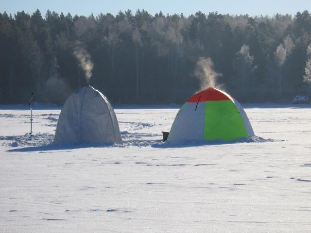 Палаточный городок зимних рыбаков