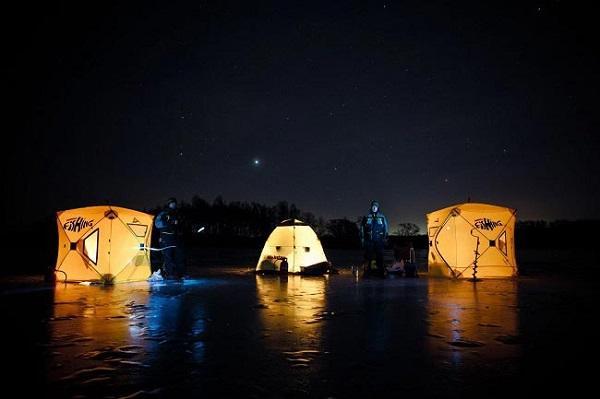 Палатки на льду