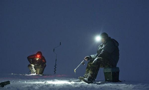 Ночное зимнее блеснение судака