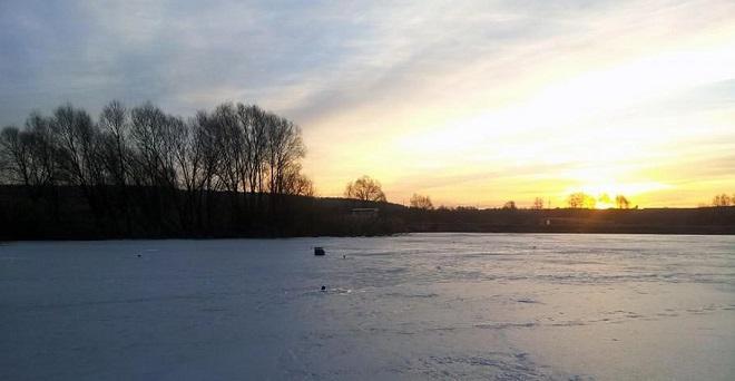 Февральский лед на водохранилище