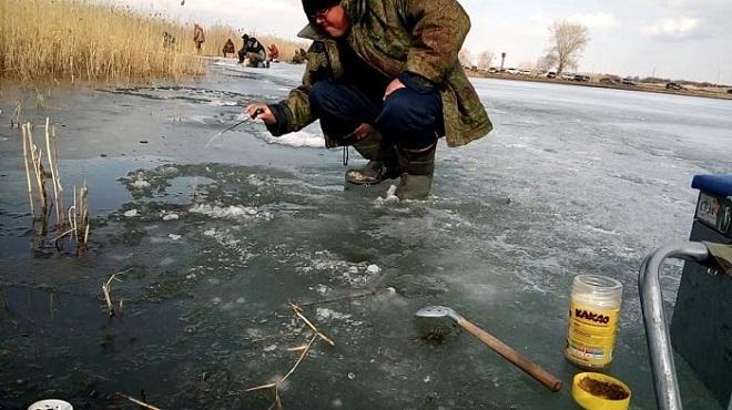 Карась в камышах в последний лёд